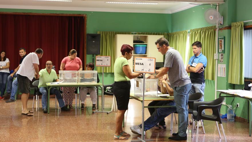 Jornada electoral en el CEIP Tinguaro, Vecindario