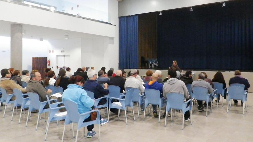 En la imagen, reunión celebrada en la Villa de Mazo con los artesanos de la Isla.
