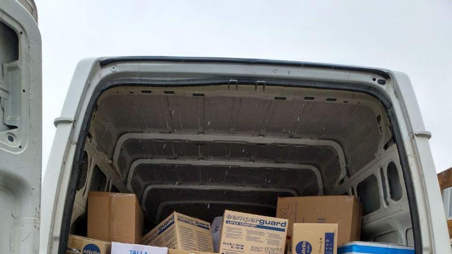 Un cargamento de material sanitario donado por la Universidad de La Laguna