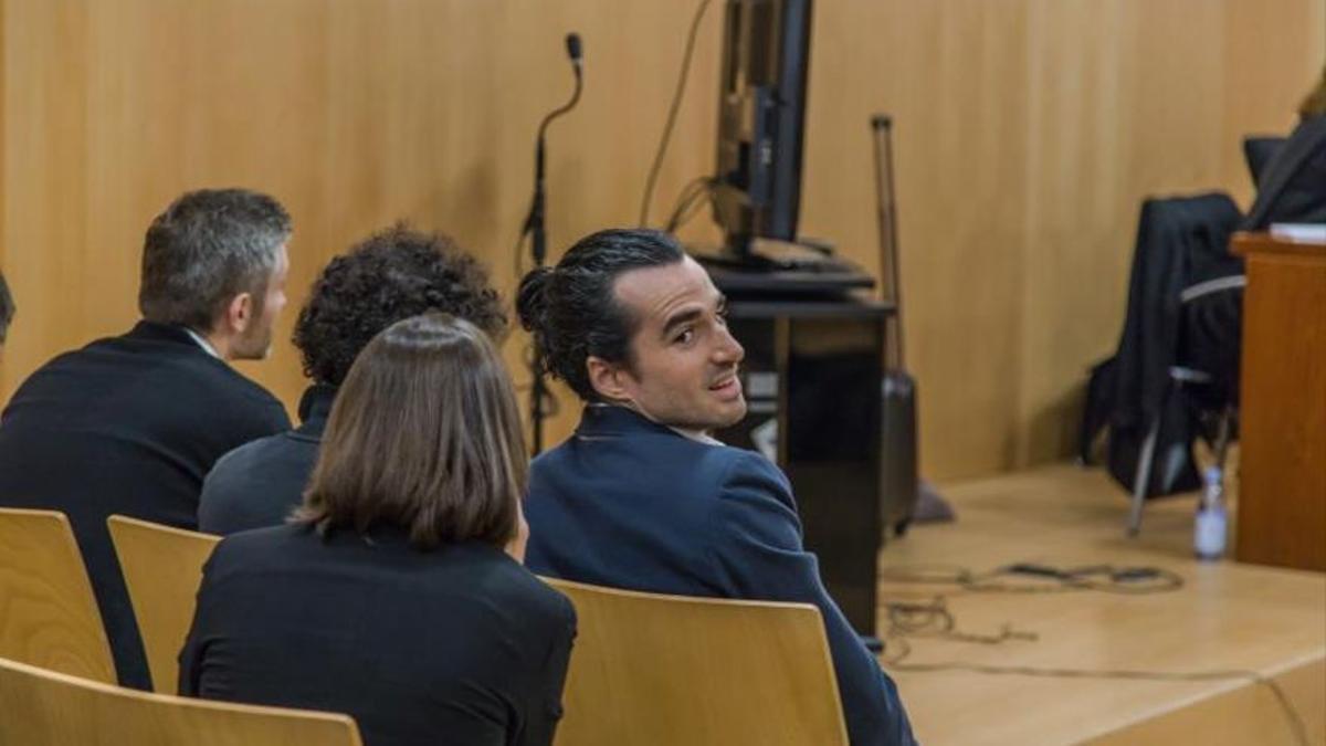 Alberto García Sola (d), uno de los acusados en el juicio a los creadores de SeriesYonkis.