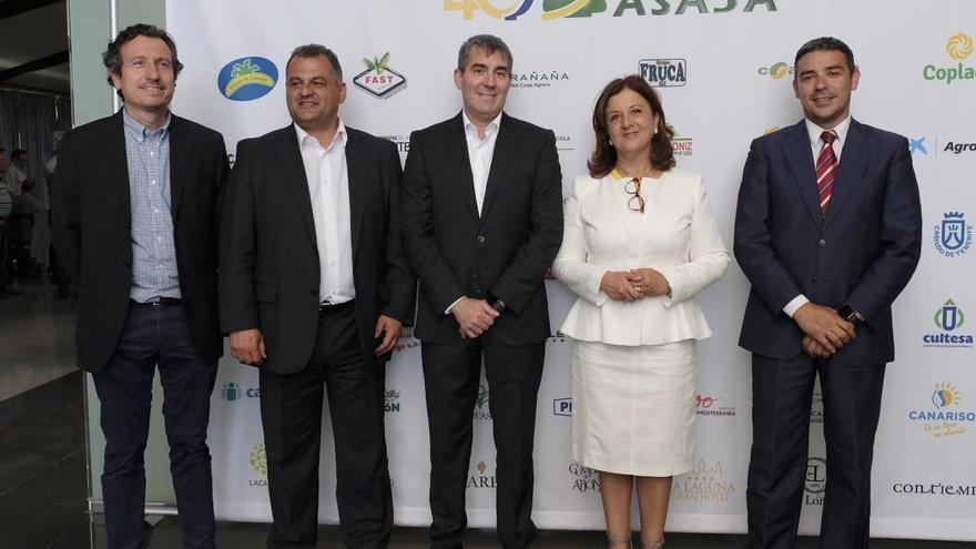 Ángela Delgado, junto al presidente Fernando Clavijo y el consejero Narvay Quintero, en el 40 aniversario