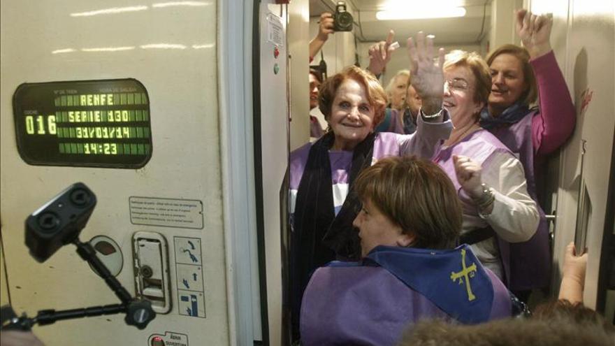 """Decenas de mujeres inician la """"marea violeta"""" convencidas de parar la reforma del aborto"""