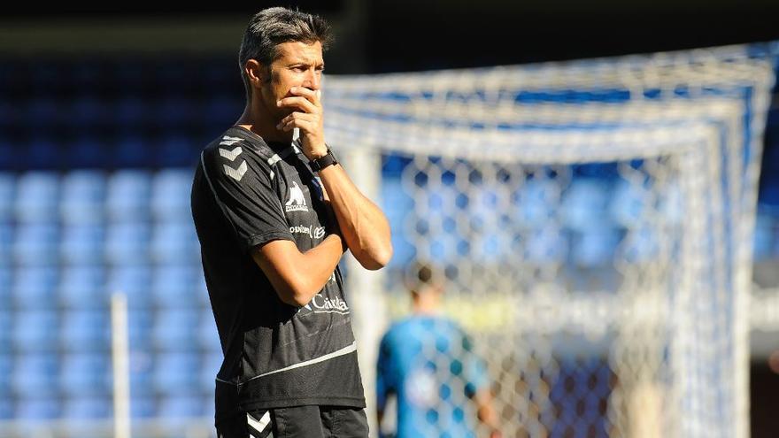 El entrenador del CD Tenerife, Pep Martí. (Efe).