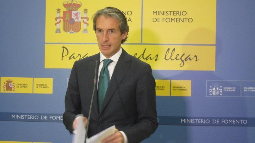 """Iñigo de la Serna anuncia que el Consejo de Ministros aprobará un iniciativa para """"desbloquear"""" el nudo de Bergara"""