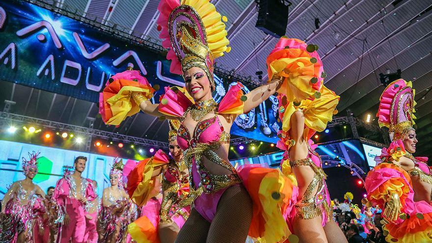 Una comparsa, durante la celebración del Carnaval de Santa Cruz de Tenerife