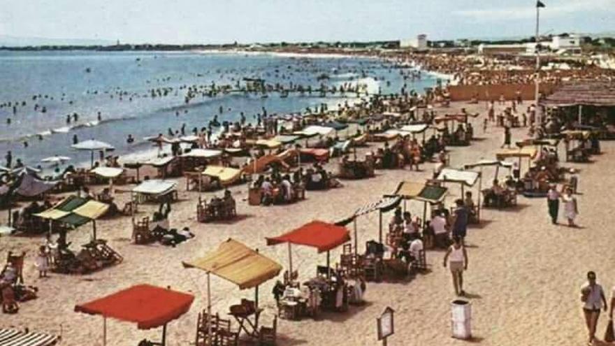 La playa de Natzaret, antes de la ampliación del puerto