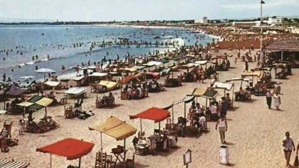 La playa de Natzaret, antes de la ampliación del puerto.