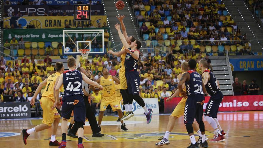 Imágenes del partido de cuartos de final de playoff entre el Granca y el Baskonia. (Alejandro Ramos).