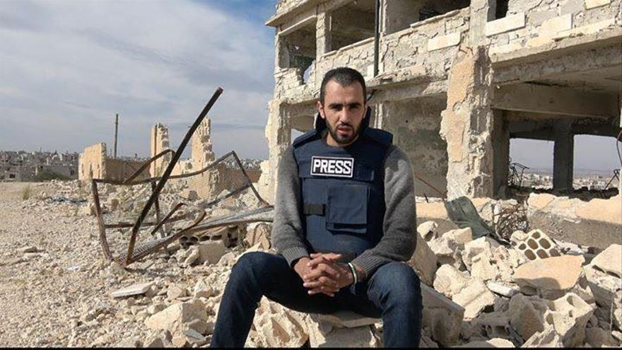El periodista Hadi Abdullah informando desde Siria