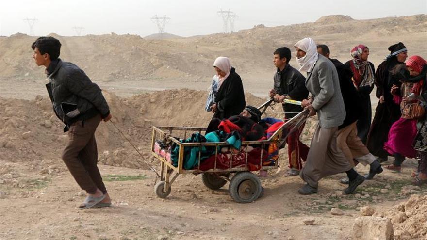Unos 180.000 desplazados del oeste de Mosul en un mes de campaña contra el EI