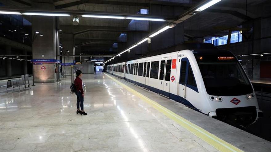 Metro de Madrid investiga por qué un tren circuló sin conductor una estación