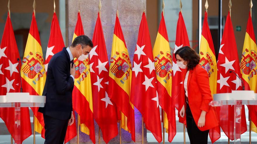 La presidenta de la Comunidad de Madrid, Isabel Díaz Ayuso, y el presidente del Gobierno, Pedro Sánchez, el pasado mes de septiembre. EFE/Emilio Naranjo