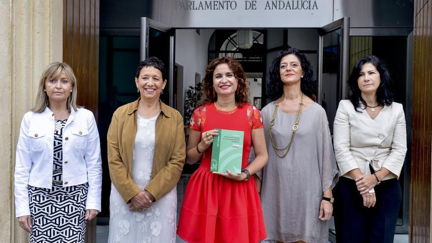 Entrega de los presupuestos autonómicos de 2016 en el Parlamento de Andalucía.