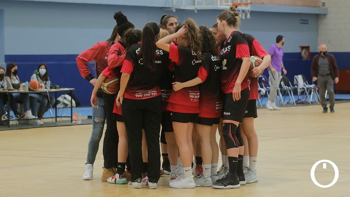 Las jugadoras del Dobuss en el colegio Cervantes.