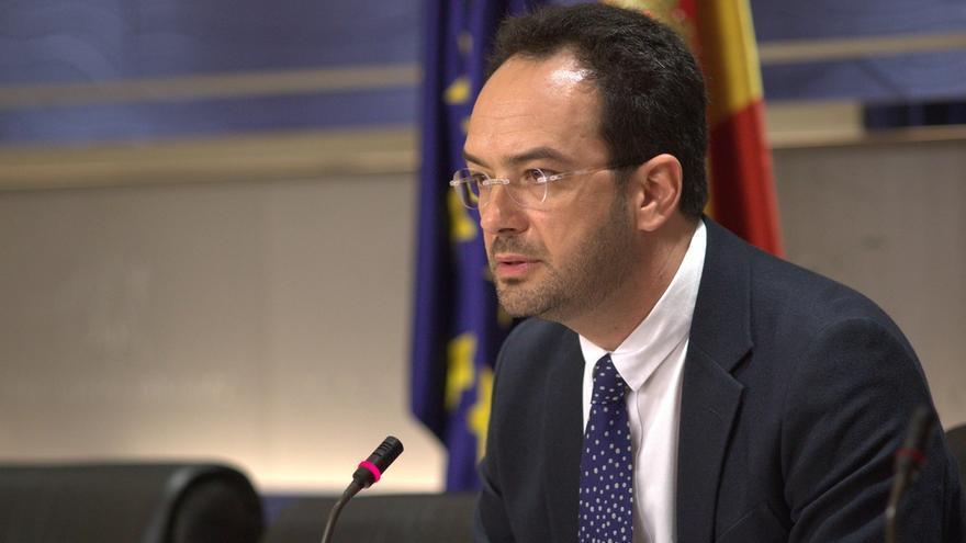 """El PSOE quiere ver el informe de la consultora de Montoro por si es """"muy parecido"""" a la Ley de Cámaras"""