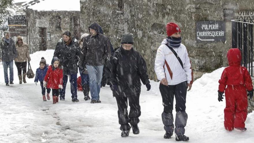 Intensas nevadas y rachas de fuerte viento ponen en alerta a nueve provincias