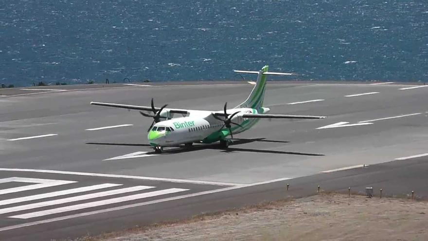 Avión ATR de Binter aterriza en la isla de Madeira