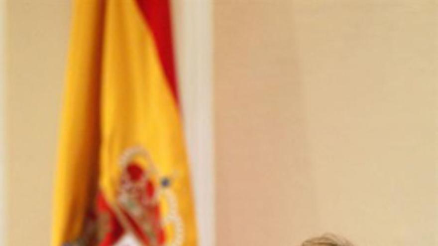 SANTA CRUZ DE TENERIFE, 21/05/2013.- La consejera de Industria del Gobierno de Canarias, Francisca Luengo, durante su comparecencia hoy en el Parlamento de Canarias, para informar entre otros asuntos, del programa Jeremie en la financiación de las empresas industriales, tecnológicas y de innovación y sobre los efectos de la nueva directiva europea sobre el tabaco. EFE/Cristóbal García