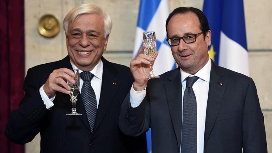 Hollande va a seguir trabajando para reducir la carga de la deuda griega