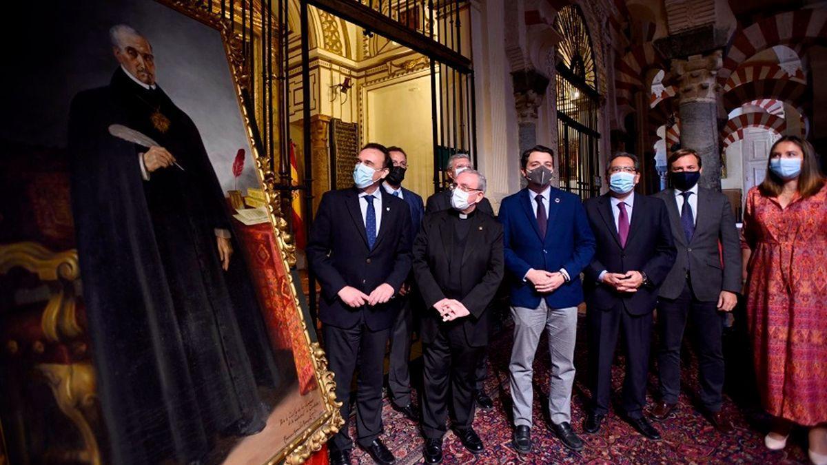 Foto de familia de las autoridades asistentes al acto en la Mezquita-Catedral de Córdoba.