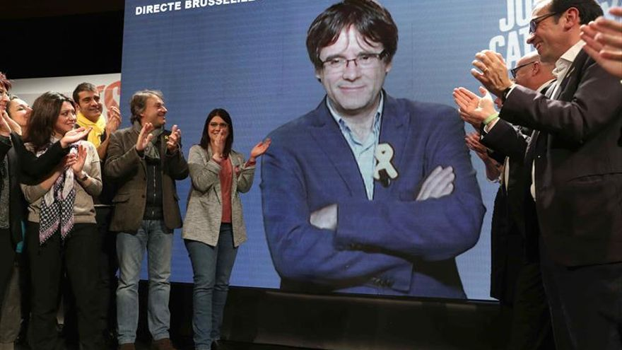 Puigdemont dice a Iceta que la vergüenza por el 155 le llevará a la dimisión
