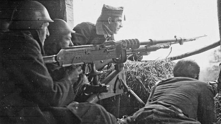 Ametralladora Hotchkiss de calibre 7x57 del Ejército vasco en el frente de Otxandio en manos de guardias de asalto de Bilbao (fondo de Bill Williamson, Librery and Archives Canada).