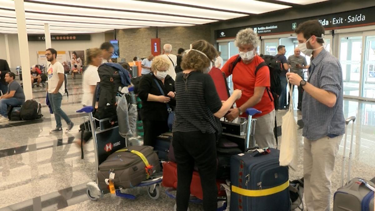 Antes de viajar, revisar en organismos oficiales y aeropuertos las medidas vigentes.