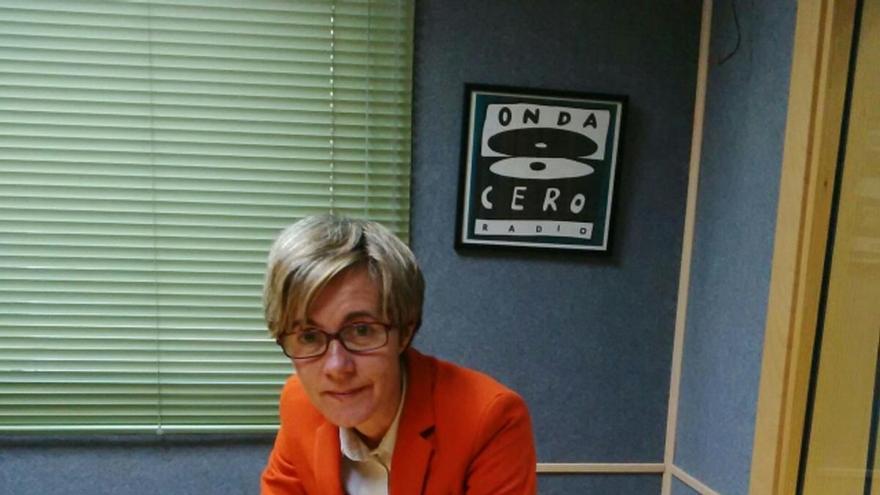 La periodista Rosa Roda en los estudios de Onda Cero