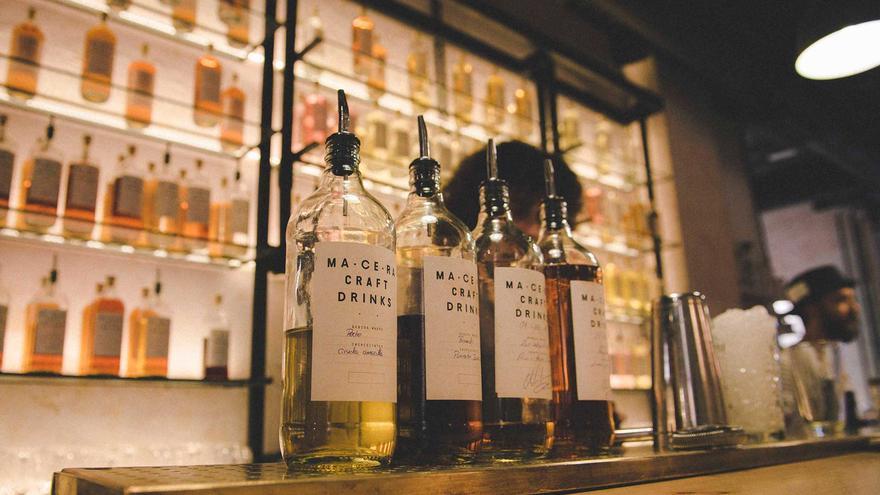 El creador del Macera Bar, de destilados, también trabaja en El Palentino