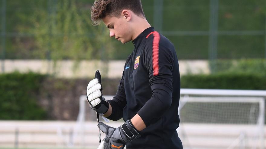 Aarón Alonso durante un entrenamiento con el Barcelona