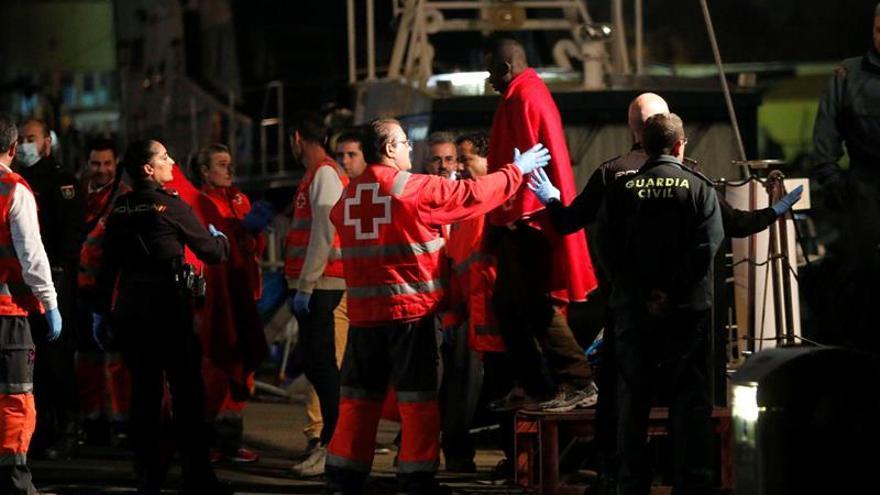 Rescatan a 50 personas de una patera a 11 millas de la costa de Marruecos