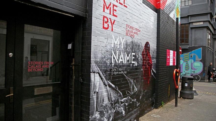 Fachada del edificio donde reside la exposición 'Llámame por mi nombre', en Londres.