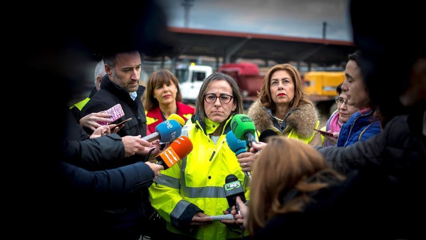 La conselleira de Infraestructuras y Movilidad, Ethel Vázquez (c), durante una visita a las obras de la estación intermodal de Ourense.