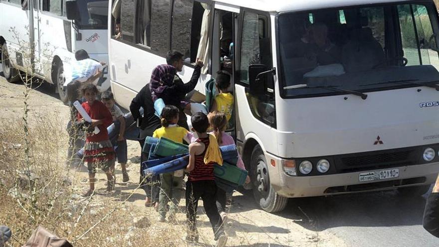 Decenas de familias abandonaban la ciudad de Alepo. Imagen de archivo. | Foto: EFE