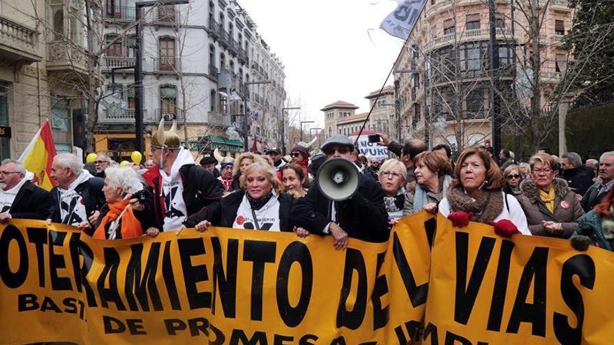 Granada pide fin de mil días de aislamiento por tren.