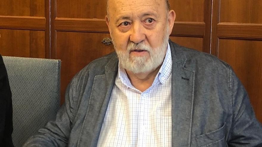 """Tezanos (CIS) critica la consulta de Podemos y pide """"luz y taquígrafos"""" en negociaciones entre Iglesias y Sánchez"""