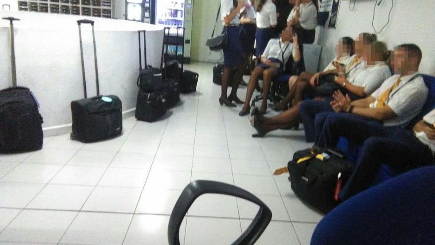 Trabajadores de Ryanair obligados por la empresa a ir de guardia bajo amenaza de despido en el aeropuerto de Palma.