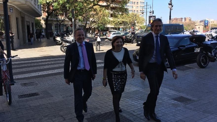 De la Serna y Bonig abordan junto a diputados 'populares' las inversiones en infraestructuras en la Comunitat