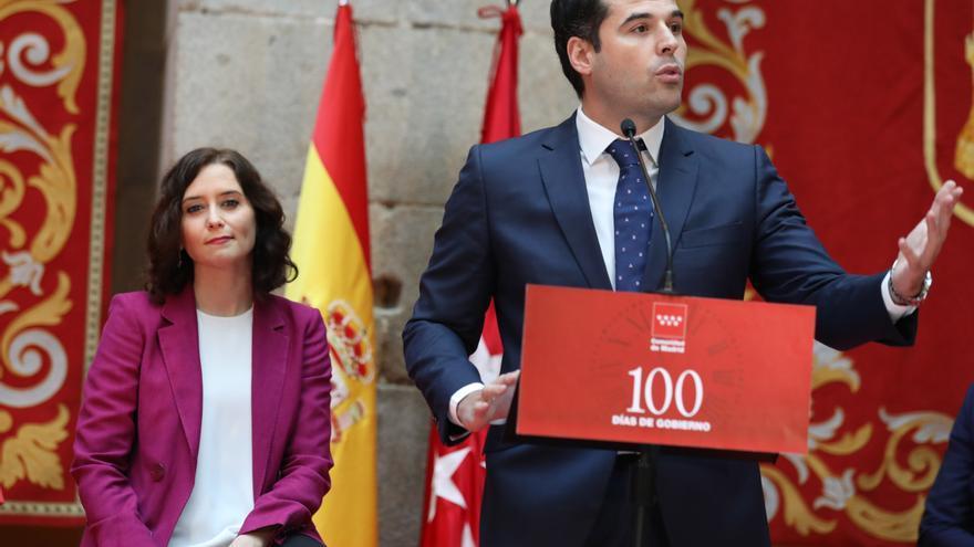 El vicepresidente de la Comunidad de Madrid, Ignacio Aguado, interviene en la presentación del balance de los primeros 100 días del Gobierno regional en la Real Casa de Correos. Le acompaña la presidenta de la Comunidad de Madrid, Isabel Díaz Ayuso,