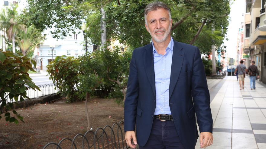 El candidato a la Secretaría General del PSOE Ángel Víctor Torres