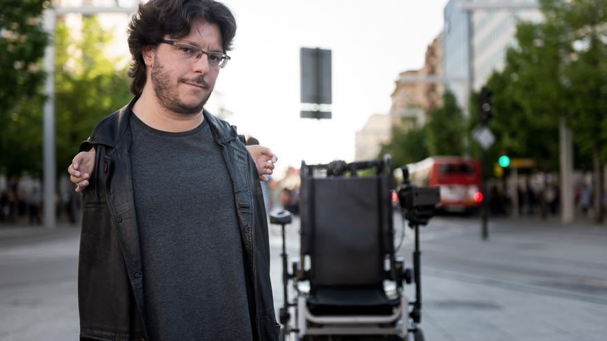 El periodista Raúl Gay publica su primer libro. / Jaime Oriz