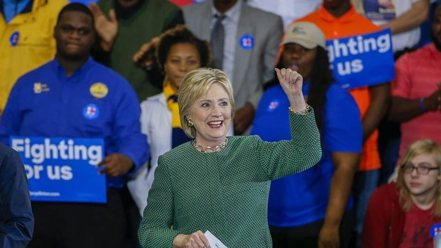 Los latinos apoyan a Clinton frente a Trump con la mayor diferencia en 45 años