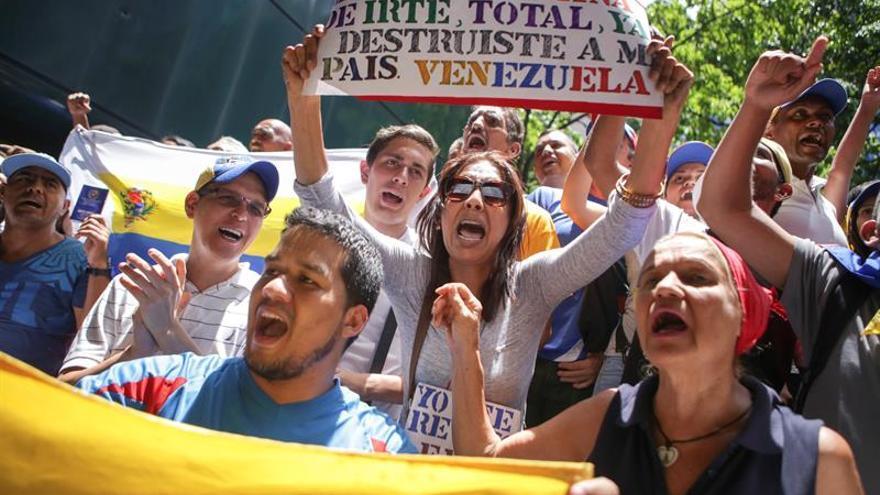 """Estudiantes marchan en Caracas para protestar por la """"crisis universitaria"""""""