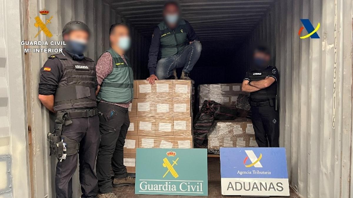 La Guardia Civil y la Agencia Tributaria, en la operación conjunta que ha acabado con la incautación de 1.400 kilos de cocaína