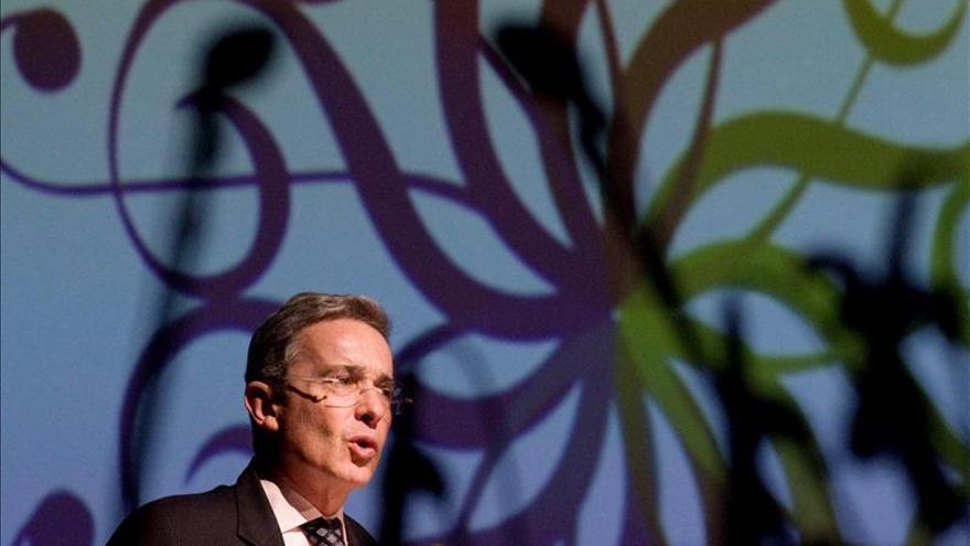 """Uribe califica de """"debilidad"""" los gestos de paz del Gobierno colombiano"""