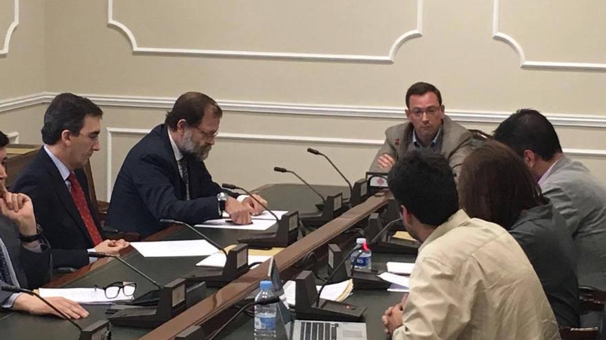 Jesús Gordillo, en el centro de la mesa en la comisión de investigación del caso Taula