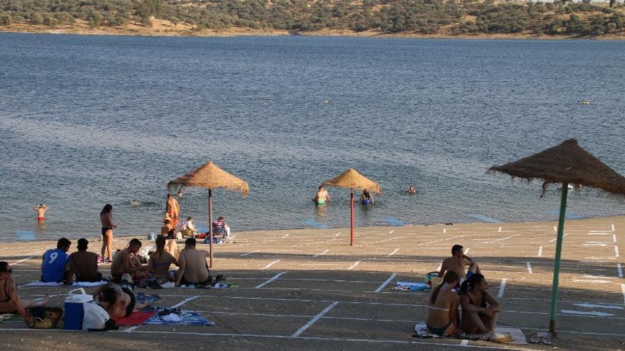 Ir a las playas de Orellana o Cheles, a pesar de los controles fruto de la pandemia, será más fácil gracias al sistema de control inteligente implantado por la Diputación de Badajoz