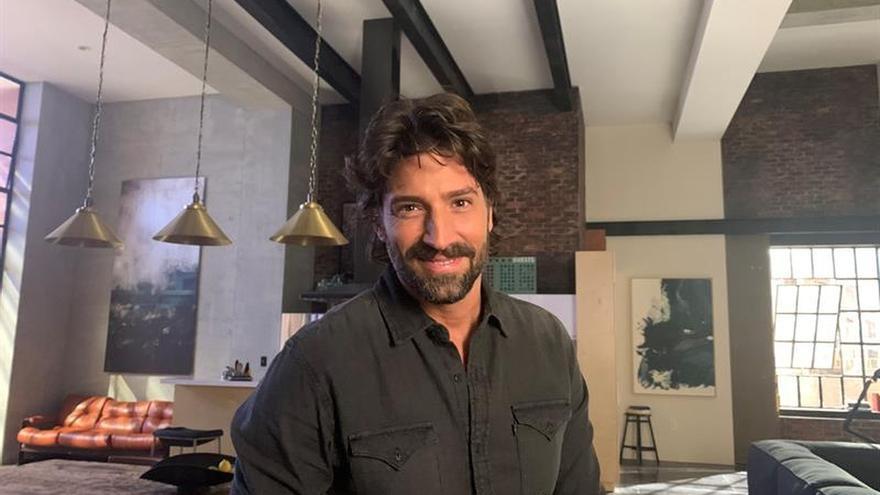 Fotografía de archivo fechada el 3 de marzo de 2020 del actor argentino David Chocarro posa para Efe durante una entrevista en Miami (EE. UU).