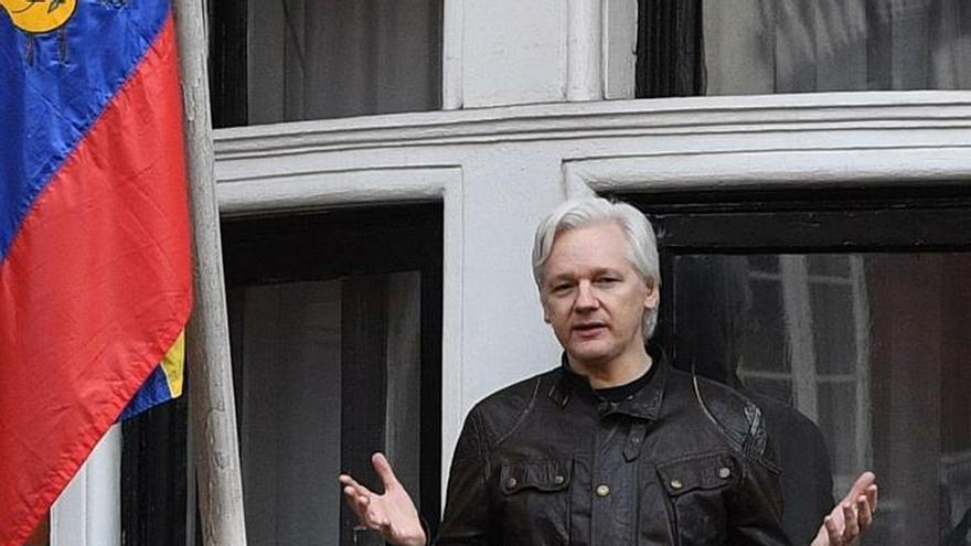 """La CE seguirá """"de cerca"""" el arresto de Assange y dice que es un asunto judicial"""