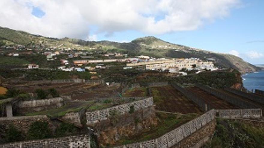 Zona de huertas de la capital y, al fondo, el barrio de Mirca.